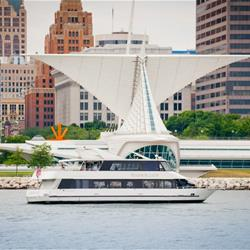 Harbor Lady cruising past the Milwaukee Art Museum