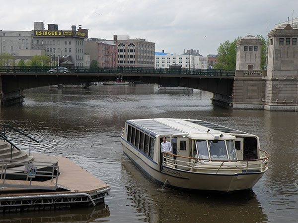 Edelweiss Boat Tours | Edelweiss Cruises Milwaukee